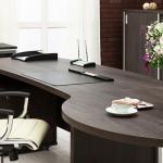 Der-richtige-Bürostuhl-bietet-Halt-und-Flexibilität