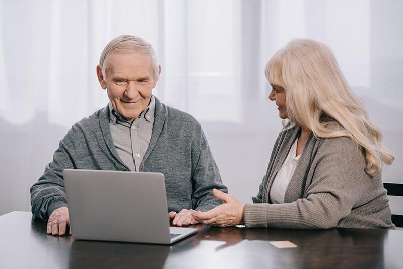 WLAN im Altenheim - immer mehr Senioren wollen ins Internet